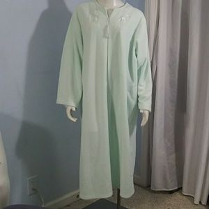 Pale Green Robe; Soft; Long Sleeved; Zipper Front